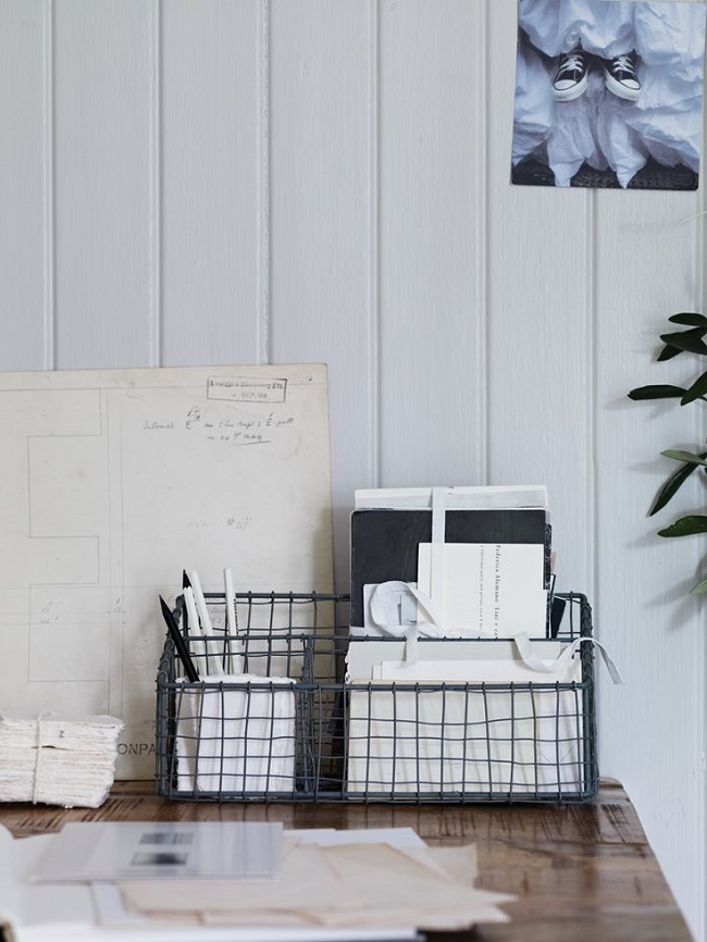 home-office-ideas-wire-desk-tidy